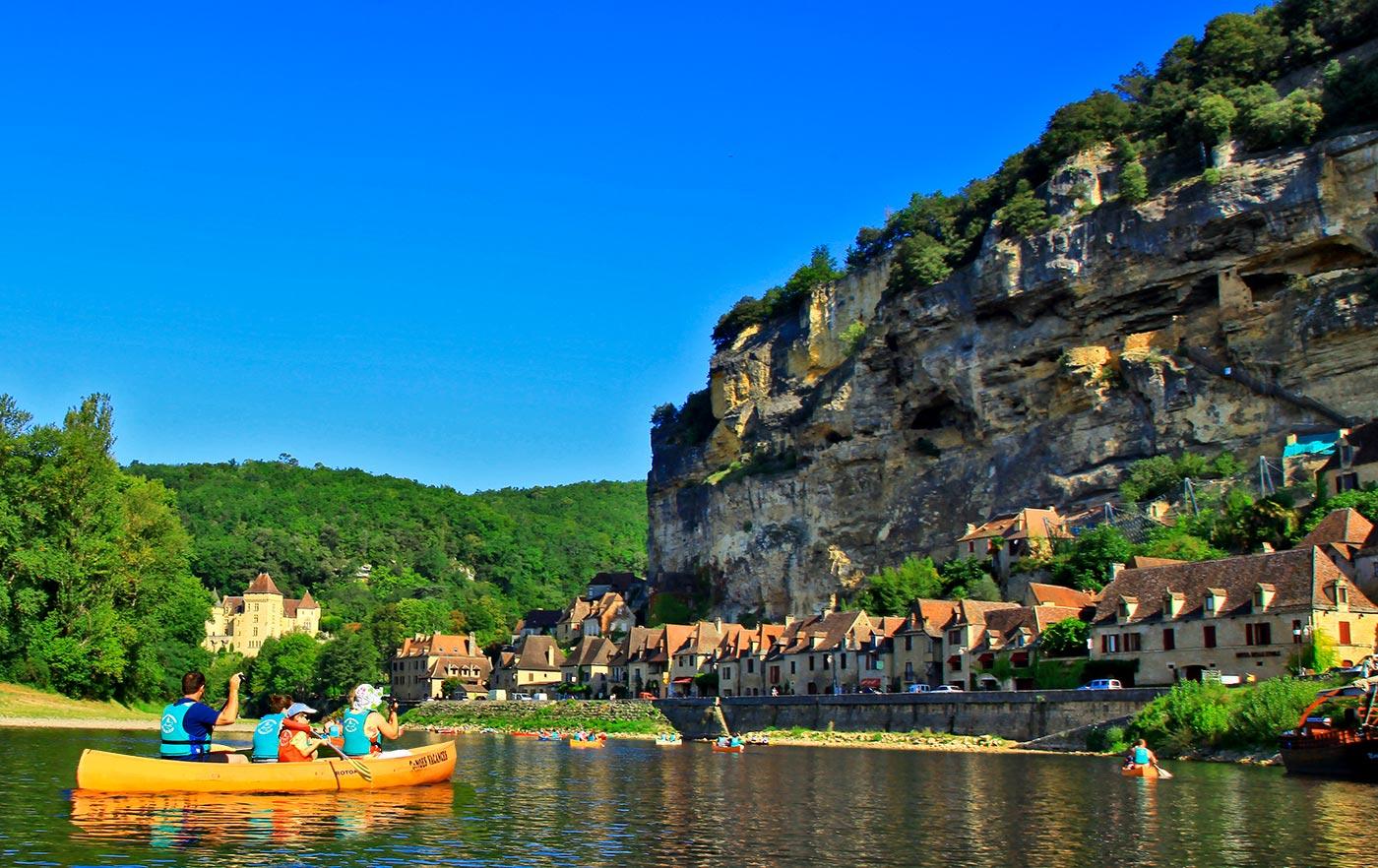 La Roque Gageac Canoës Vacances Louer un canoë ou un kayak pour découvrir la rivière Dordogne et ses châteaux