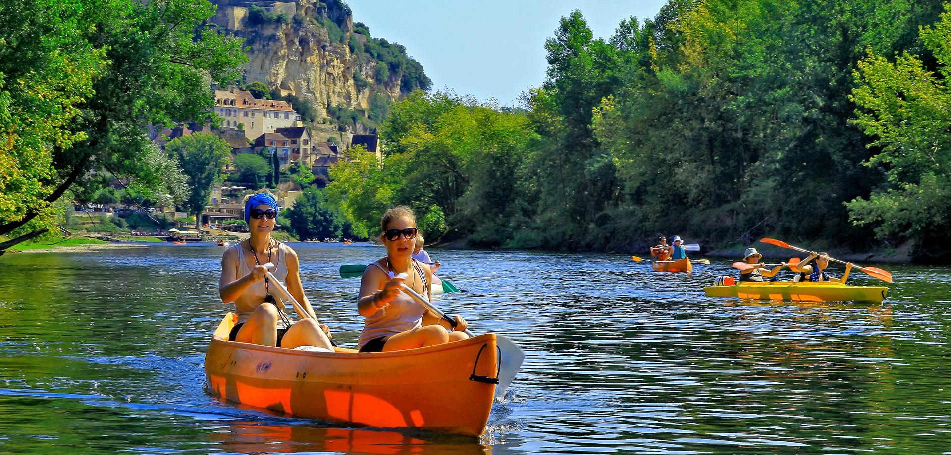 Beynac Canoës Vacances La Roque Gageac Louer un canoë ou un kayak pour découvrir la rivière Dordogne et ses châteaux